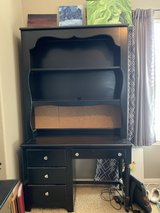 Desk with Hutch & decorative drawer pulls. in Spring, Texas