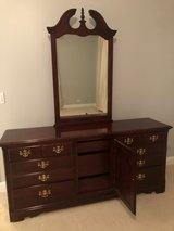 Thomasville Impressions Cherry Color Wood 6 Drawer Dresser With Mirror in Wheaton, Illinois