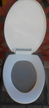 White Plastic Toliet Seat ( USED ) in Alamogordo, New Mexico