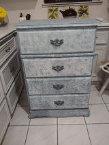 Chest of drawers 4 drawers in Conroe, Texas