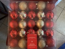 Wondershop Shatter Resistant Ornament Set// Red and Gold in Nellis AFB, Nevada