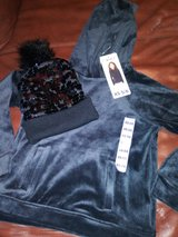 Girl's sweater & winter hat in Spring, Texas