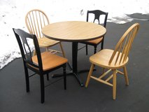 Table & Chairs in Yorkville, Illinois