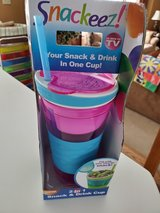 Snackeez Travel Snack & Drink Cup with Straw, Pink. Brand New Package in Brookfield, Wisconsin