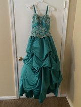 Size 0 Prom Dress (BN) in Fort Campbell, Kentucky