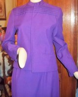 Beautiful Women's purple suit size 8 - Lined in Alamogordo, New Mexico