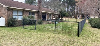 Approx 115ft of Black vinyl Fencing, 2 Gates, and all accessories as seen in pics in Beaufort, South Carolina