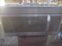 Frigidaire microwave like new in Baytown, Texas