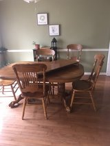 (REDUCED) Dining Room table and 6 chairs in Fort Campbell, Kentucky