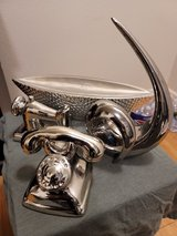 Silver Decor Pieces in Fort Riley, Kansas