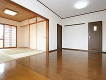 Walking distance to beach! 2 Bed apt in chatan in Okinawa, Japan