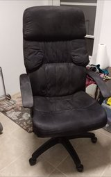 highbacked office chair very comfy very nice in Alamogordo, New Mexico