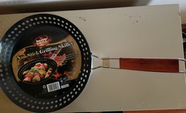 BRAND NEW! Smokin' Grill Non-Stick Grilling Skillet in Glendale Heights, Illinois