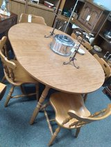 Table with 5 Chairs, 1 leaf in St. Charles, Illinois