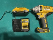 Dewalt xr 1/2 stubby impact with 4ah battery and charger in Fort Polk, Louisiana