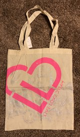 NWT Aeropostale Live Love Dream Heart Tote in Fort Campbell, Kentucky
