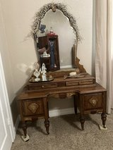 Vintage Victorian style vanity in The Woodlands, Texas