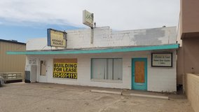 LIVE/WORK SPACE FOR RENT---Large Retail Building w/ 2 Bed Apartment in Ruidoso, New Mexico