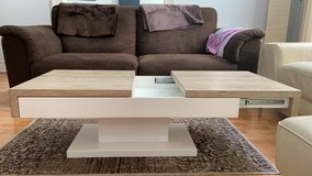 Coffee table with storage areas & sliding top in Wiesbaden, GE
