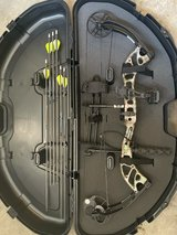 Bear Compound Bow + Hard Case and Target in Nellis AFB, Nevada