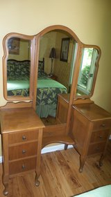 Antique Queen Anne Vanity Dressing Table with 3-way Mirror Dresser in Plainfield, Illinois