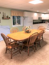 SOLID OAK KITCHEN TABLE & 6 CHAIRS SET - 2 LEAVES - DUAL PEDESTALS - FORMICA TOP in Joliet, Illinois