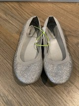 Like new! Girls Shoes Silver Glitter Ballet Flats - Size 4 in Westmont, Illinois