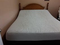 Like new Queen size ( I comfort )Automatic  Mattresse .and base in Camp Lejeune, North Carolina