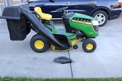 17.5 HP 42 in. deck-John Deere D105 riding lawn tractor in Fort Lewis, Washington