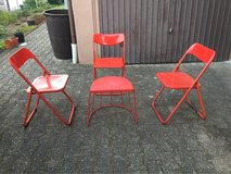 3 folding chairs + endtable in Ramstein, Germany