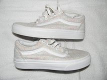 girl vans like new size 5.5 well taken care of in Cherry Point, North Carolina