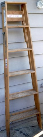 6' ft Werner W335 Wood folding Step Ladder in Chicago, Illinois