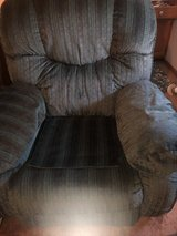 Oversized Recliner excellent condition in Fort Riley, Kansas