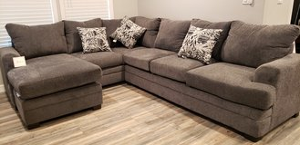 Carson slate sectional with ottoman and 3 fashion pillows. Brand new never used. 11x8 in Pearland, Texas