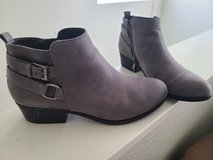 gray boots size 7 in 29 Palms, California