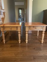 End tables - pair in Chicago, Illinois