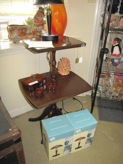 Duncan Phyfe 2 Tiered Table