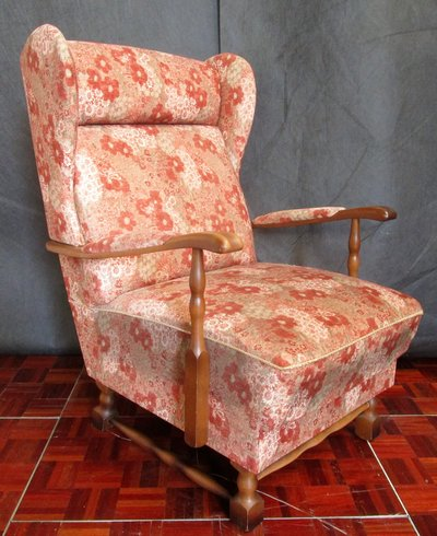Antique Reading Chair with Walnut Trim and a Nice Red and White Pattern in  Ramstein - Antique Reading Chair With Walnut Trim And A Nice Red And White
