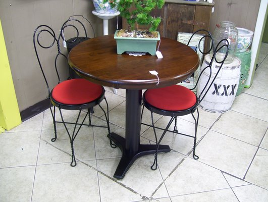 3 Piece Bistro / Dinnette Set   Antique Ice Cream Parlor Chairs With Round  Table In