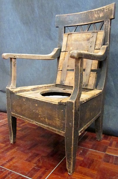 Early to Mid 1800s Antique Wooden Throne with Chamber Pot in Ramstein - Early To Mid 1800s Antique Wooden Throne With Chamber Pot