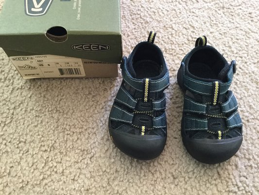 f45531f543b81c Keen sandals...size 6 in Naperville