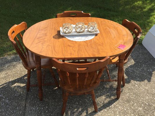 Kitchen Table And Four Chairs. In Elizabethtown