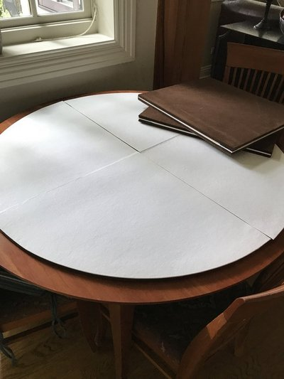 Table Pads Round Wleaves FREE For Sale On Wheaton IL Bookoo - Table pads for sale