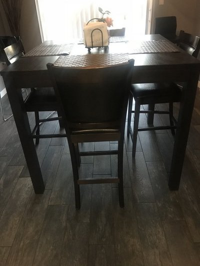 Exceptionnel Table And Chairs Excellent Condition $220 Or Best Offer! In Fort Irwin