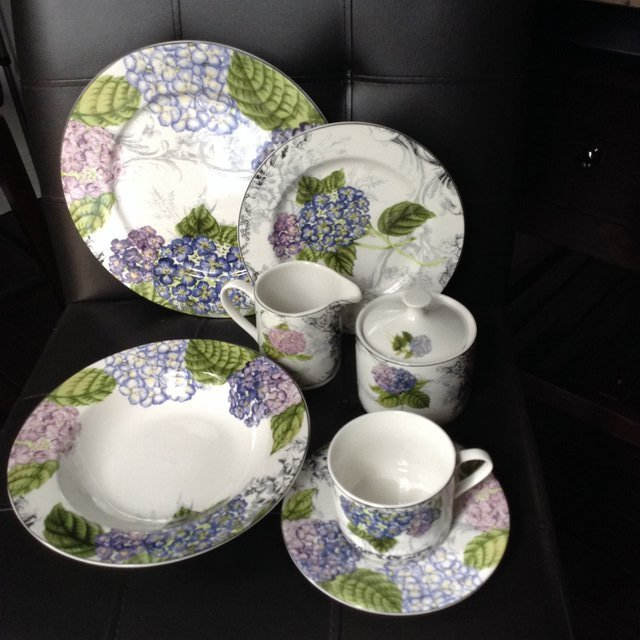 American Atelier Hydrangea Toile Dinnerware in Warner Robins & American Atelier Hydrangea Toile Dinnerware | Household for sale on ...