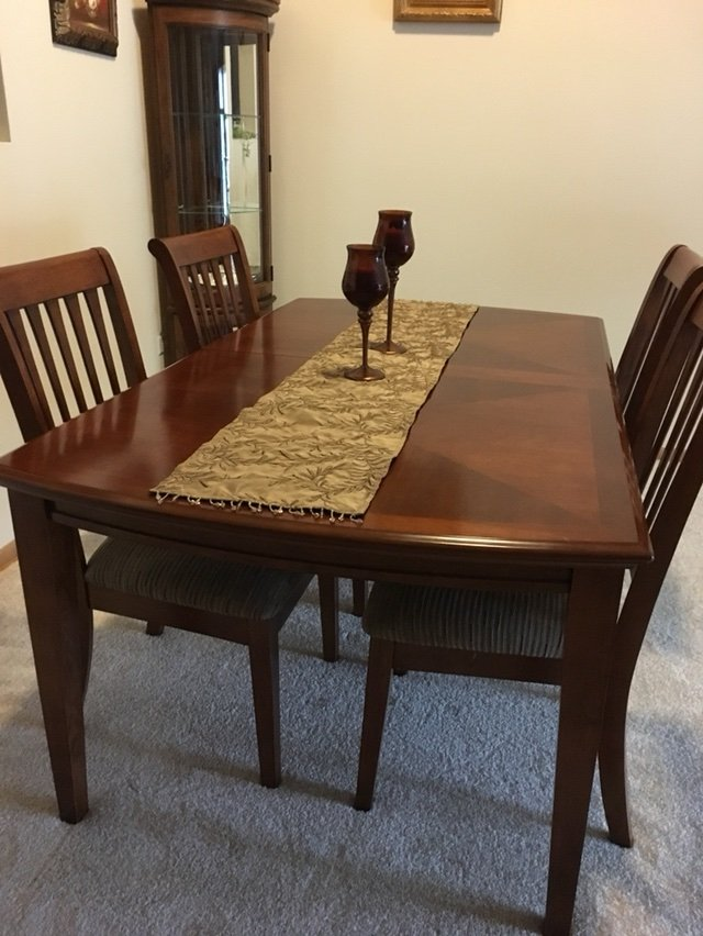 Superbe Dining Room Table/ 4 Chairs In New Lenox