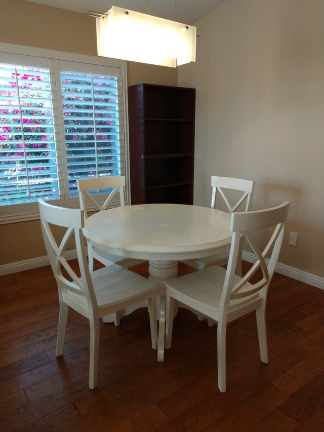 Round Kitchen Table With 4 Chairs. In Camp Pendleton