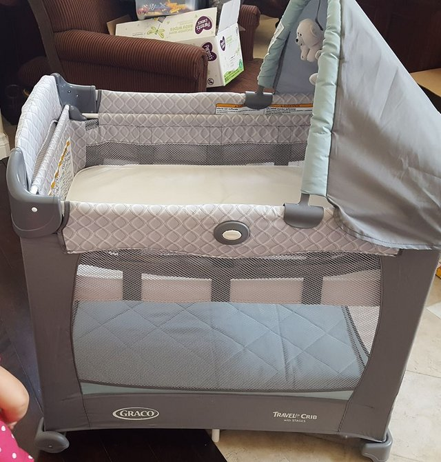 Graco Travelite Crib With Stages Pack N Play Like New Condition